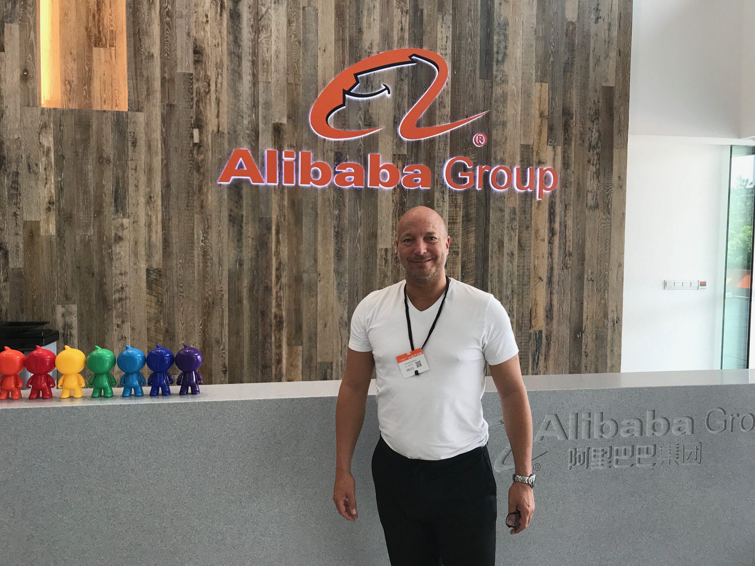 2017 im Headquarter von Alibaba in China XU Group Founder Christopher Jahns