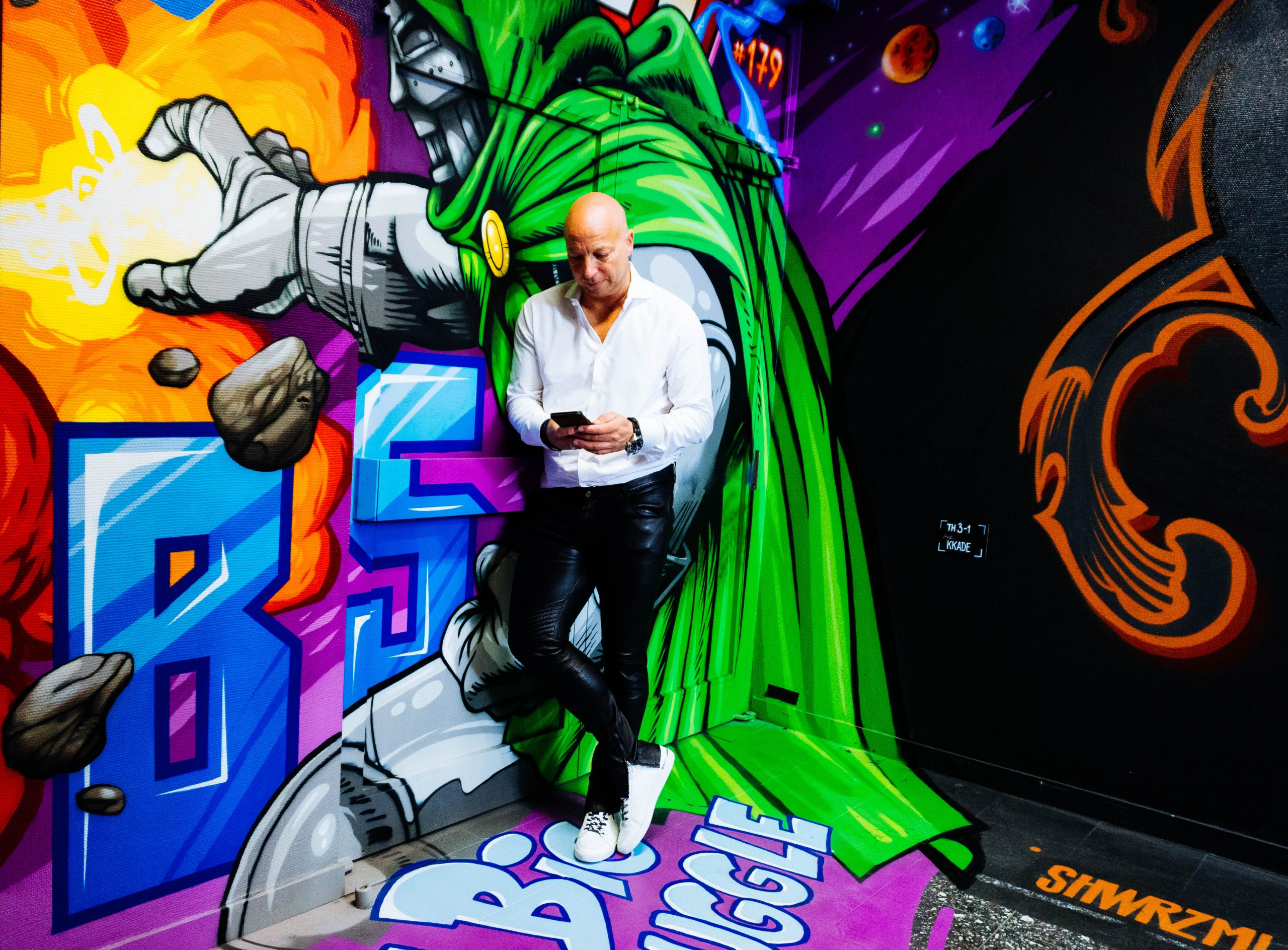 Christopher Jahns, Founder der XU Group vor Graffiti