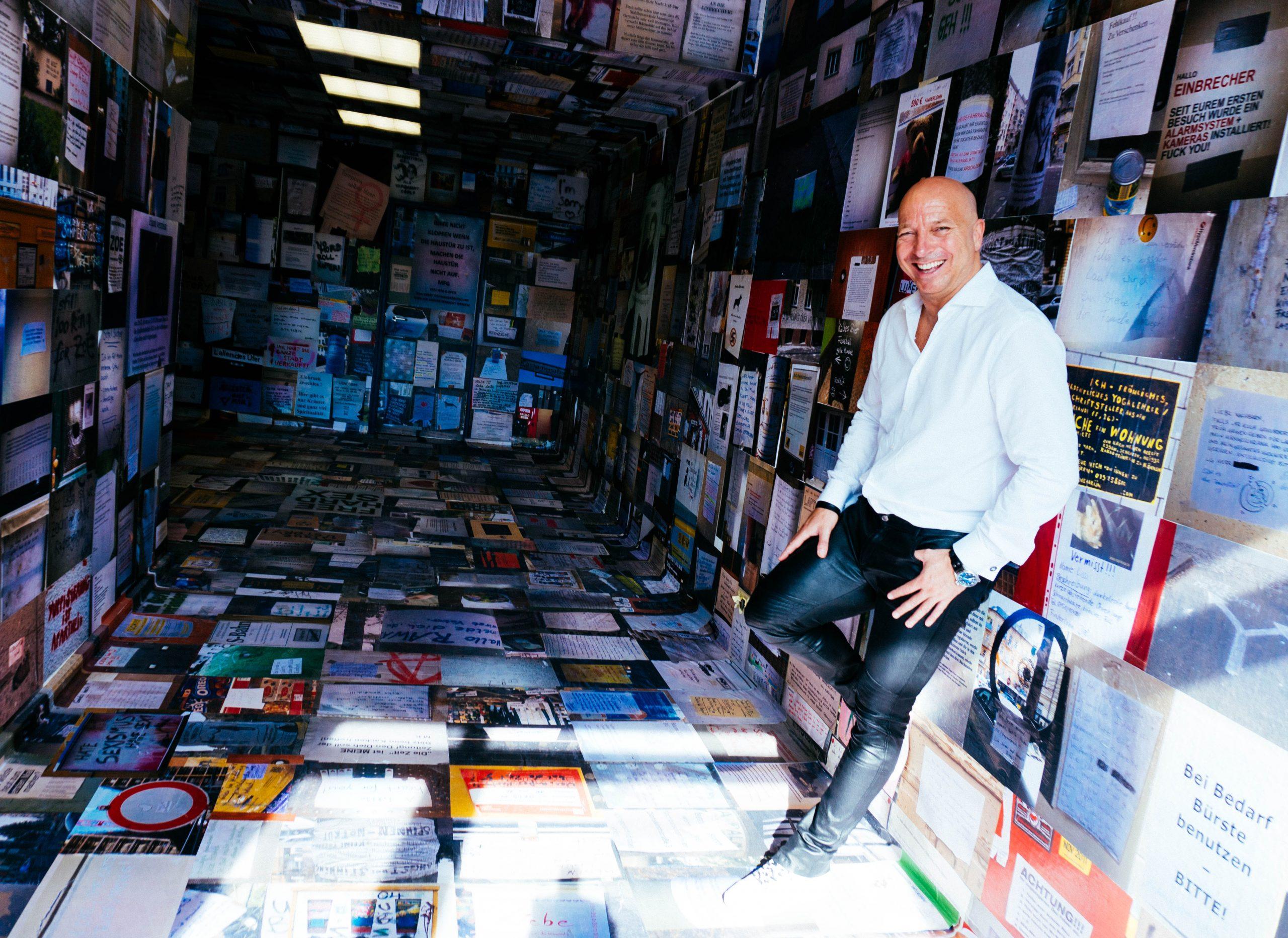 Entspannte Atmosphäre beim Fotoshooting mit dem Founder der XU Group Christopher Jahns